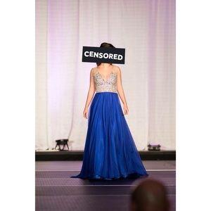 Dresses & Skirts - V-Neck Dress With Beaded Bodice